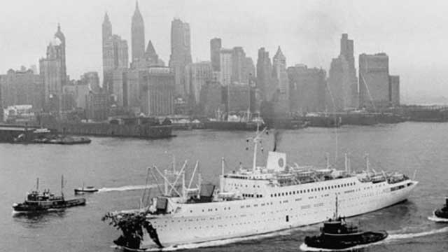Stockholm arrives in New York with crushed bow and tugboat escort